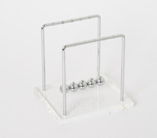 Kugelspiel mit Acrylsockel - Newton Pendel