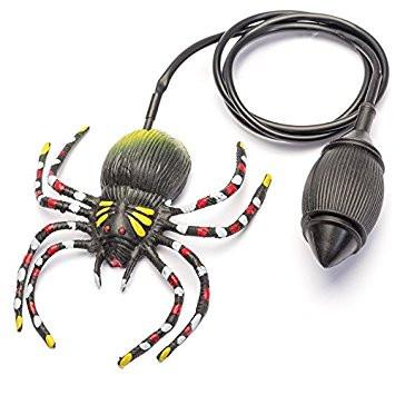 Riesige Spinne mit Luftpumpe