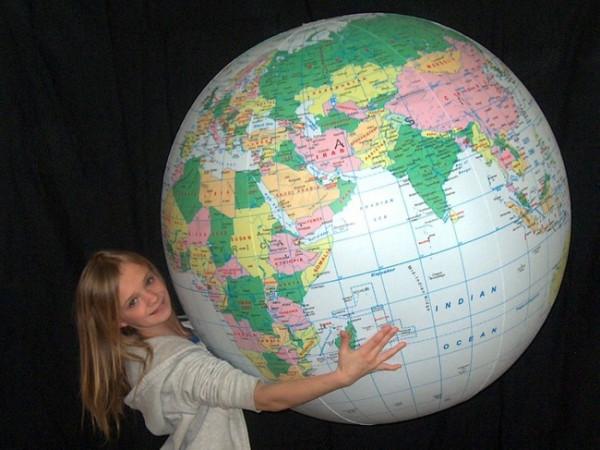 Aufblasbarer Globus 137cm - Hellblau mit Länder