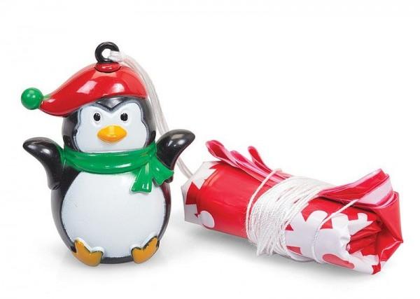Weihnachts-Pinguin am Fallschirm
